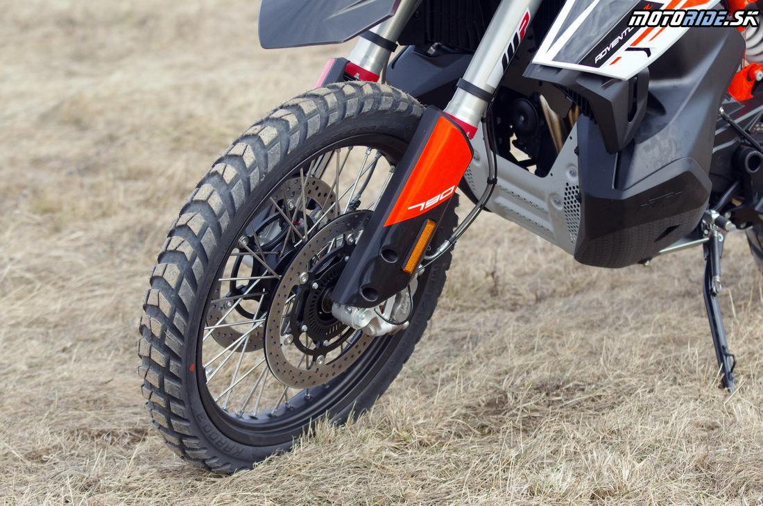 21-palcové bezdušové predné koleso - Prvé dojmy z jazdy na KTM 790 Adventure R 2019