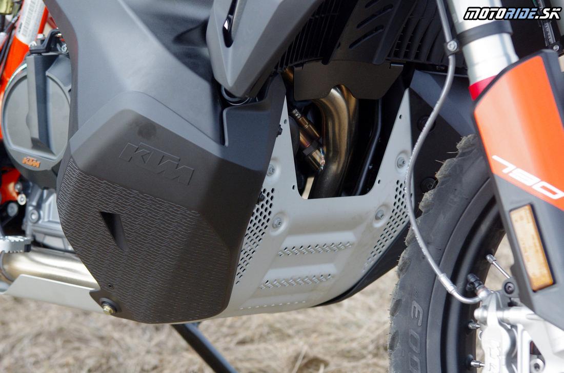 Kryt spodku motora - Prvé dojmy z jazdy na KTM 790 Adventure R 2019