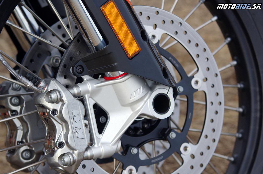 Radiálne 4-piestikové brzdy - Prvé dojmy z jazdy na KTM 790 Adventure R 2019