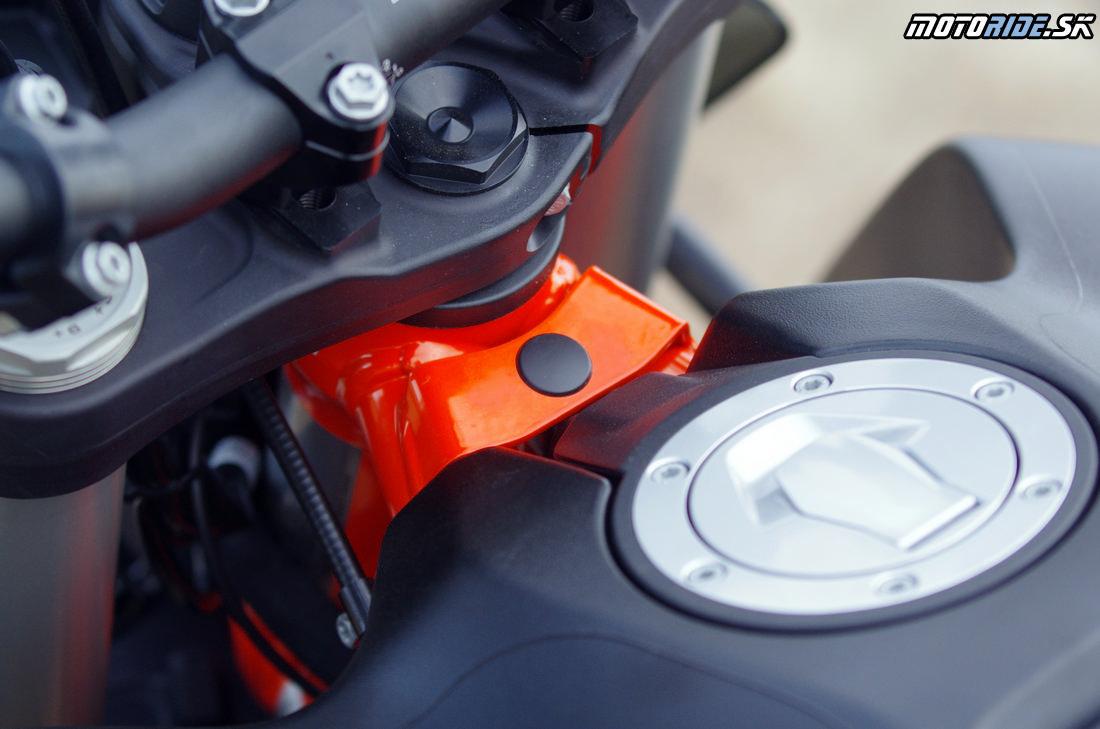 Príparava na tlmič riadenia Ohlins / Scotts - ktovie? - Prvé dojmy z jazdy na KTM 790 Adventure R 2019