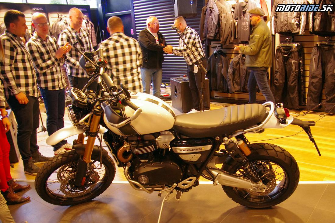 Odovzdanie prvého biku Triumph zákazníkovi - Otvorenie predajne Triumph v Banskej Bystrici - Motoshop Žubor