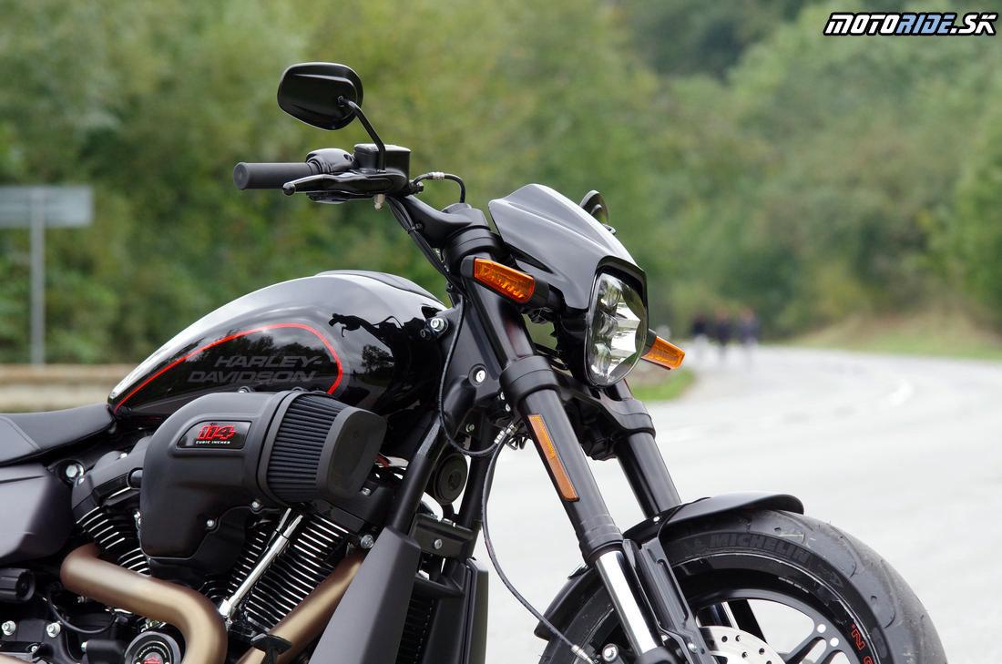 LED svetlomet a sanie ala dragster - Harley-Davidson FXDR 114 2019