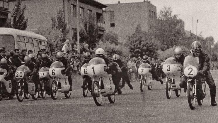 09 dobové preteky aj na strojoch Tatran