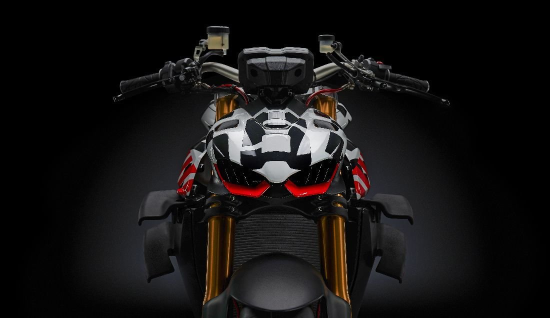 d6516d004 Ducati chystá pecku Streetfighter V4 pre rok 2020, na Pikes Peaku bude  prototyp tejto beštie sedlať minuloročný víťaz Carlin Dunne.