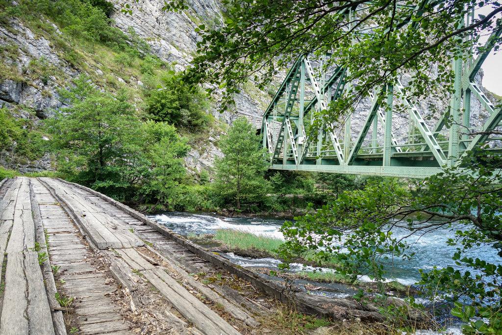 Naprieč NP UNA popri železnici Unska pruga a rieke Una, Bosna a Hercegovina - Bod záujmu