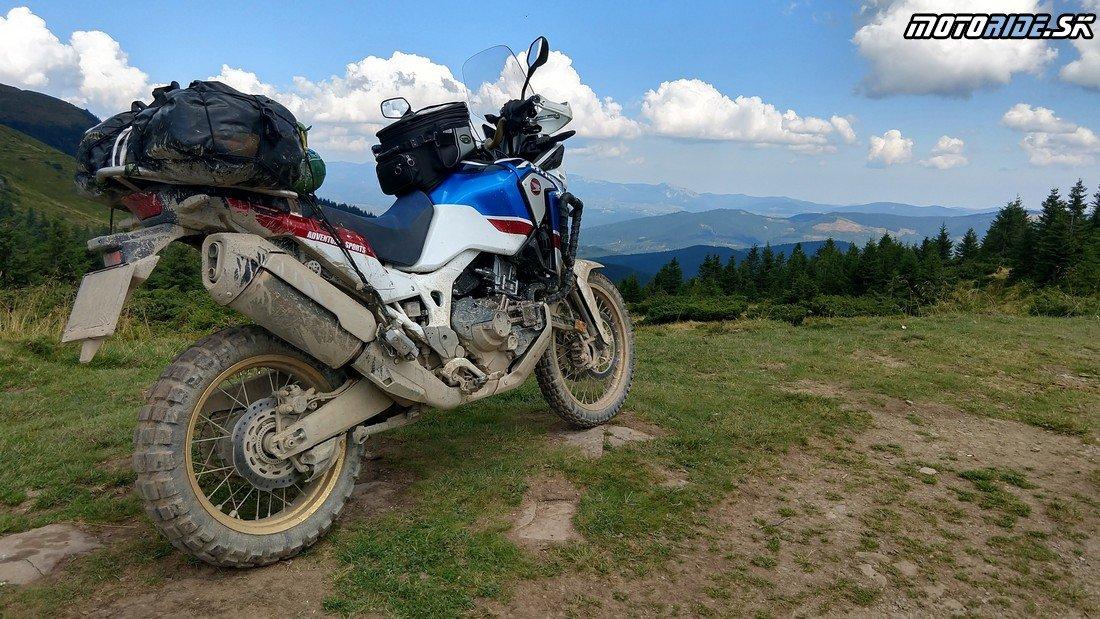 Pod vrchom Petros (2020 m n. m.) - Ukrajinské poloniny - XRV750 1990 vs. CRF1000L 2019