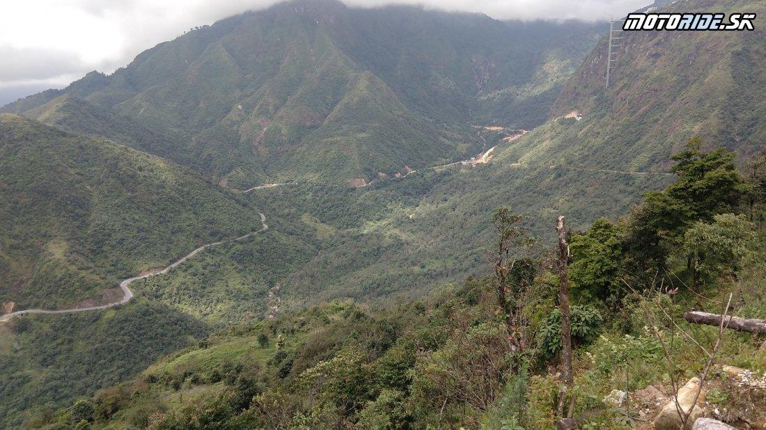 Cesta do Sapa, piesmyk Ô Quy Hô pass (2045 m.n.m.) pod najvyšším vrchom Indočíny - Naživo: Vietnam moto trip 2019