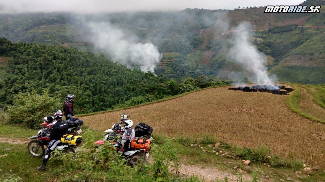 Zo Sapy v oblakoch na čínske hranice a vedľajšími cestami do homestay v Bac Ha - Naživo: Vietnam moto trip 2019
