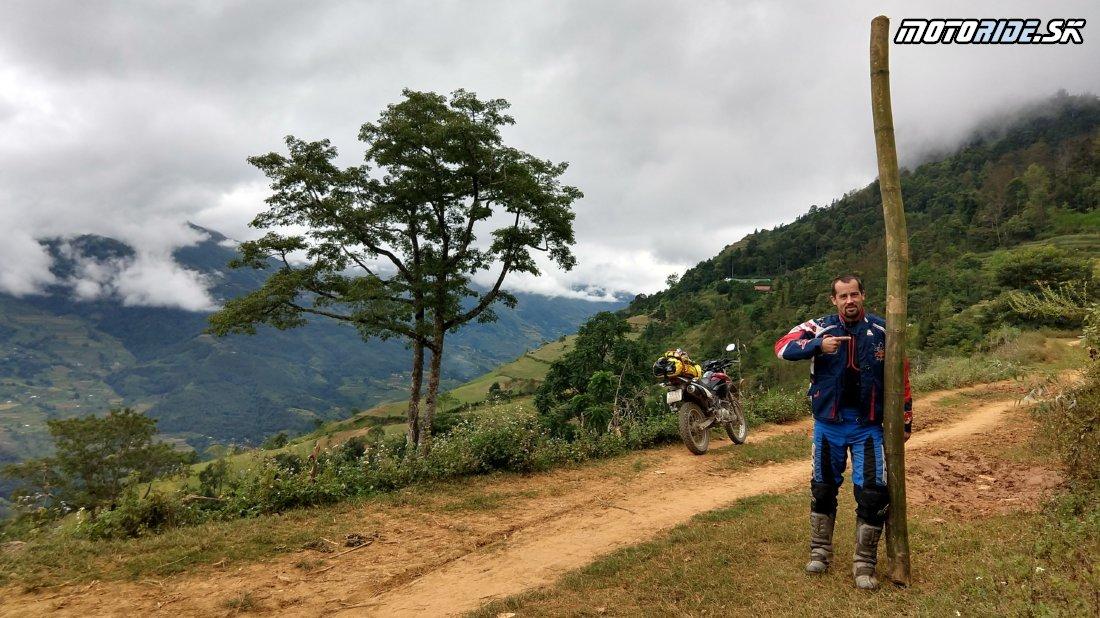 Dankov stĺp vo Vietname - Trhovisko s dobytkom, spálená spojka, visuté mosty a nekonečné serpentiny - Naživo: Vietnam moto trip 2019