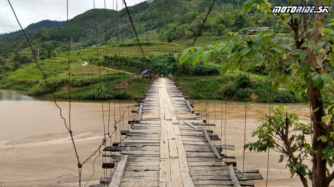 Trhovisko s dobytkom, spálená spojka, visuté mosty a nekonečné serpentiny - Naživo: Vietnam moto trip 2019