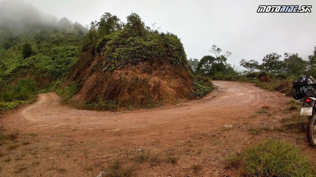 Dong Van Karst Plateau Geopark - Z Ha Giang cez Yen minh chalenging road a haďou stezkou do sopečného pohoria - Naživo: Vietnam moto trip 2019