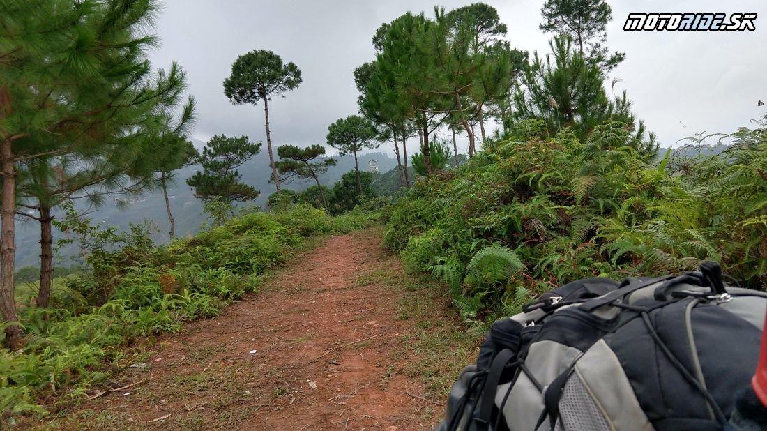 Z Ha Giang cez Yen minh chalenging road a haďou stezkou do sopečného pohoria - Naživo: Vietnam moto trip 2019