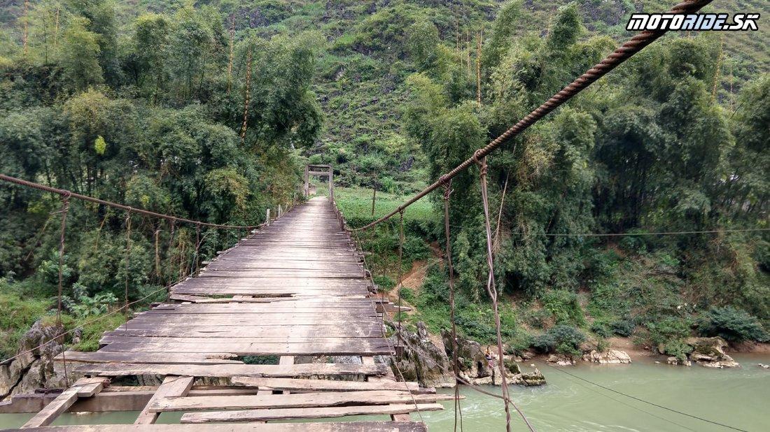 Sú aj mosty po ktorých sa vám jazdiť nechce - Z Ha Giang cez Yen minh chalenging road a haďou stezkou do sopečného pohoria - Naživo: Vietnam moto trip 2019