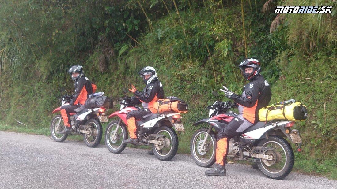 Upršaný deň a jazda cez bambusový les do Cao Bang - Naživo: Vietnam moto trip 2019
