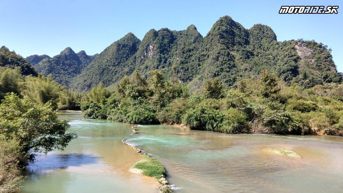 Cao Bang, cesta na vodopády Ban Gioc a skok do Číny - Naživo: Vietnam moto trip 2019