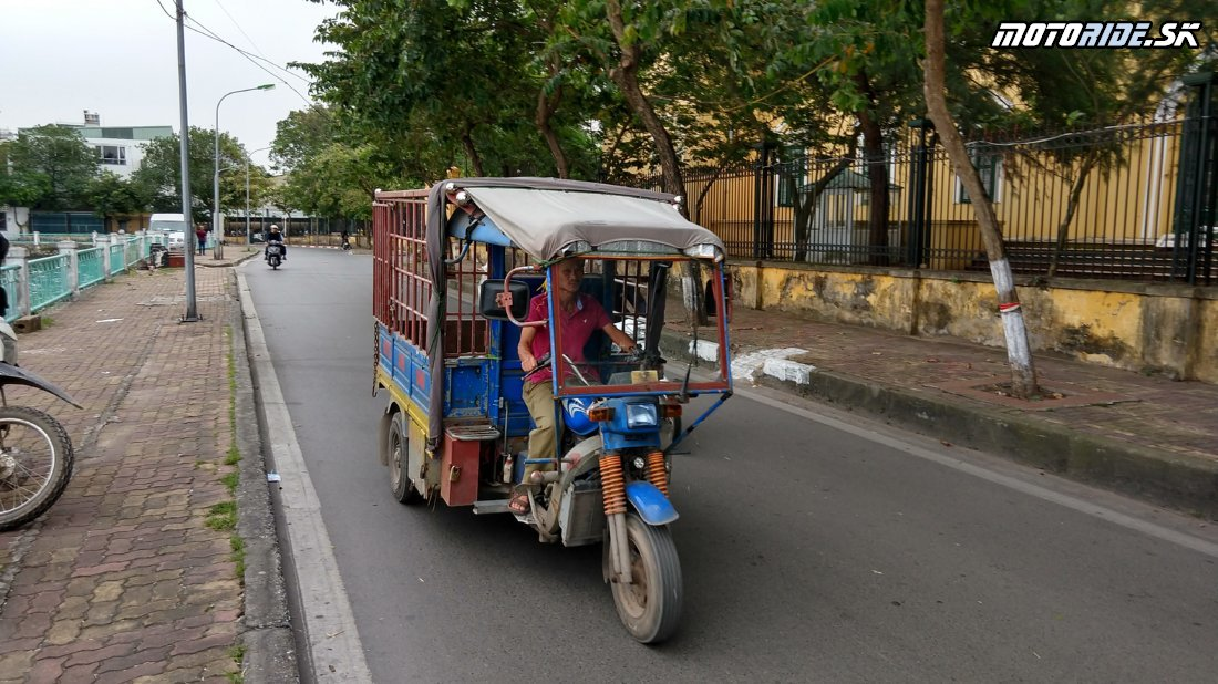 Vraciame sa do Hanoja, motorky vrátené a výstup na strechu Hanoja - 67 poschodie - Naživo: Vietnam moto trip 2019