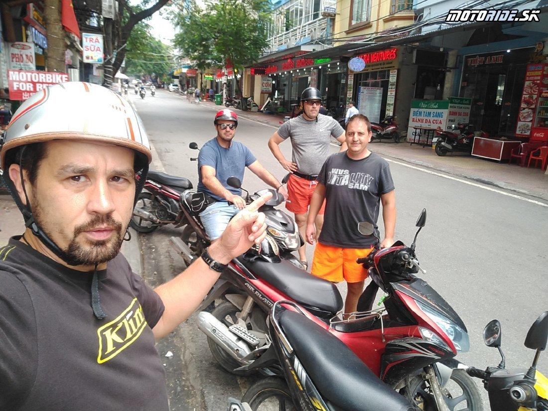 Znovu na motorkách - ostrov Cat Ba, geocache, jaskyňa prerobená za vojny na nemocnicu a pagoda na mori - Naživo: Vietnam moto trip 2019