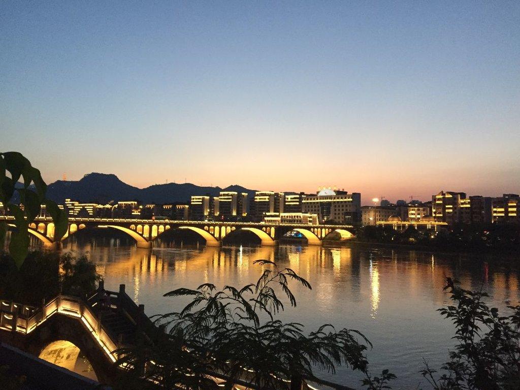Most cez Shaxi Brooke