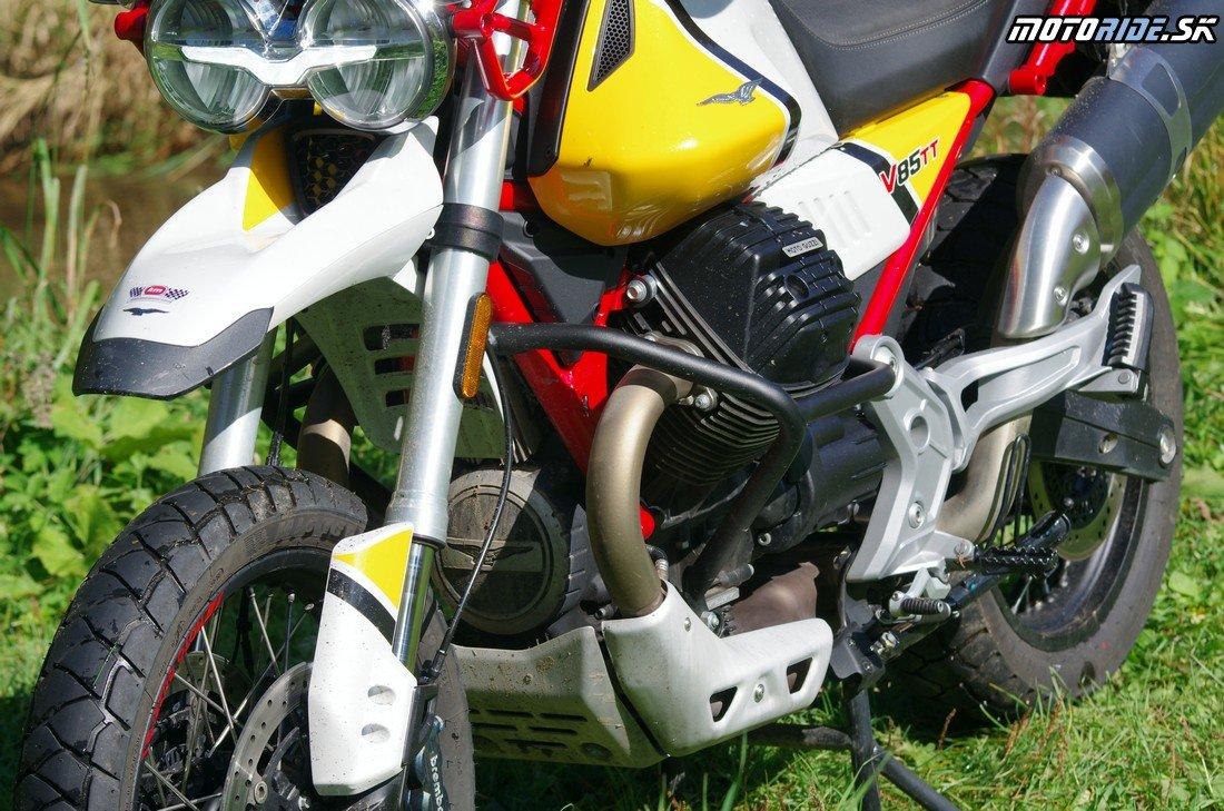 Typický V2 motor chladený vzduchom - Moto Guzzi V 85 TT 2019 - krásna retro talianka do každého terénu