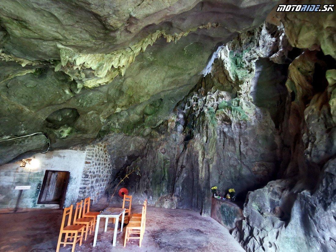 Jaskyňa Hospital Cave - Ostrov Cat Ba na motorkách - Vietnam