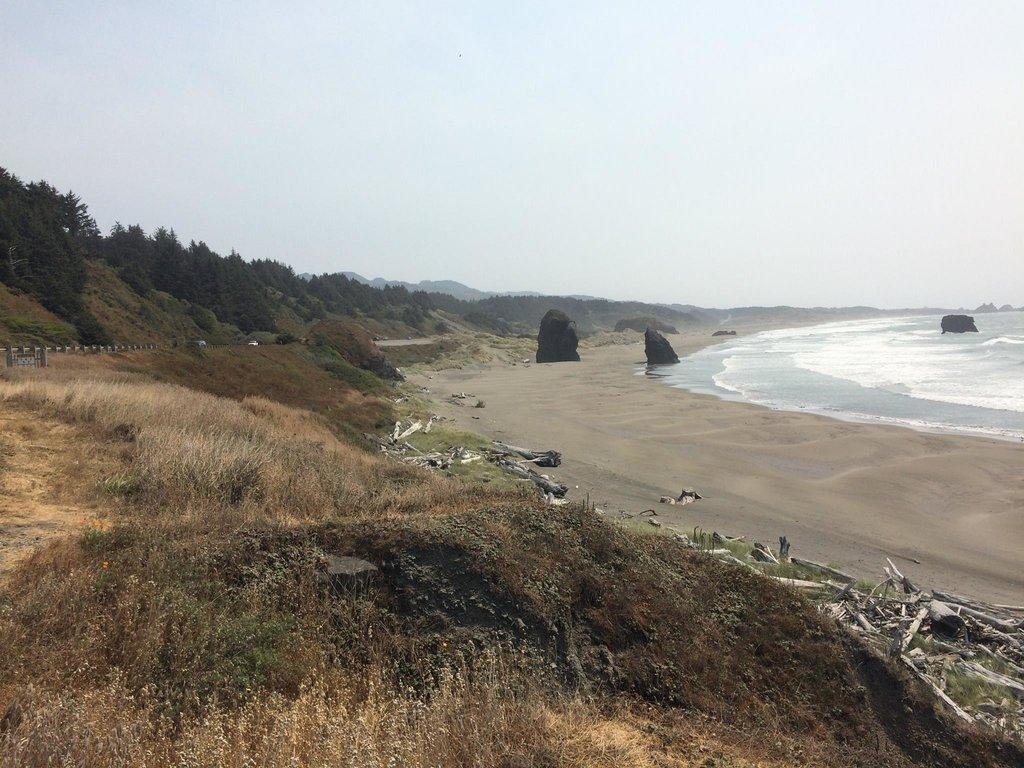 Ďalšia pláž a nikde ani živej duše. Možno preto že voda bola ľadová