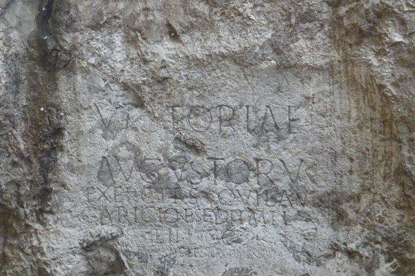 Rímsky nápis na hradnej skale, Slovensko - Bod záujmu