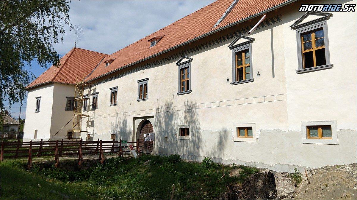 Kaštieľ Františka Rákocziho, Borša - Krížom-krážom po Slovensku na CB500X