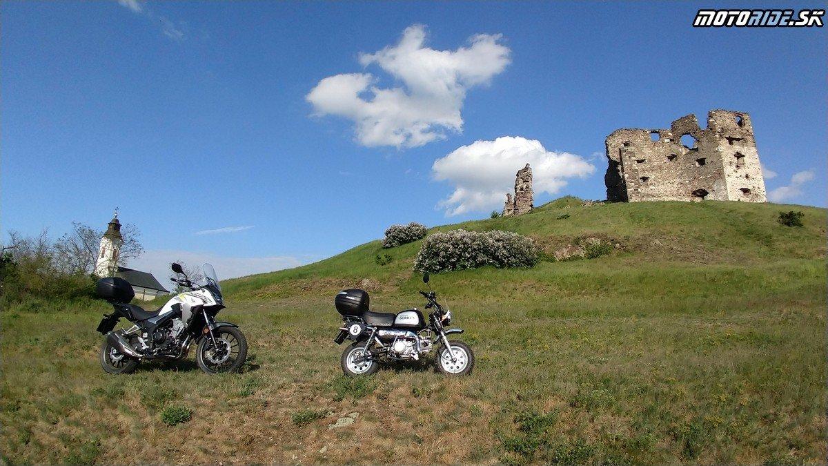 Hrad Veľky Kamenec - Krížom-krážom po Slovensku na CB500X