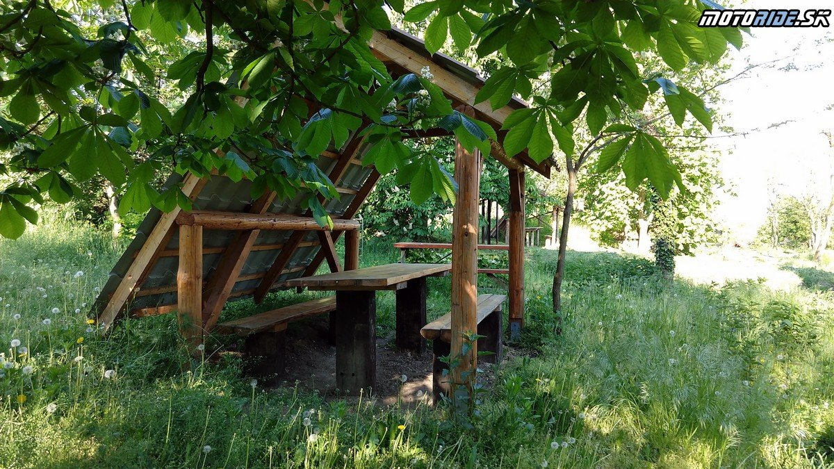 Horešské pivnice - Krížom-krážom po Slovensku na CB500X