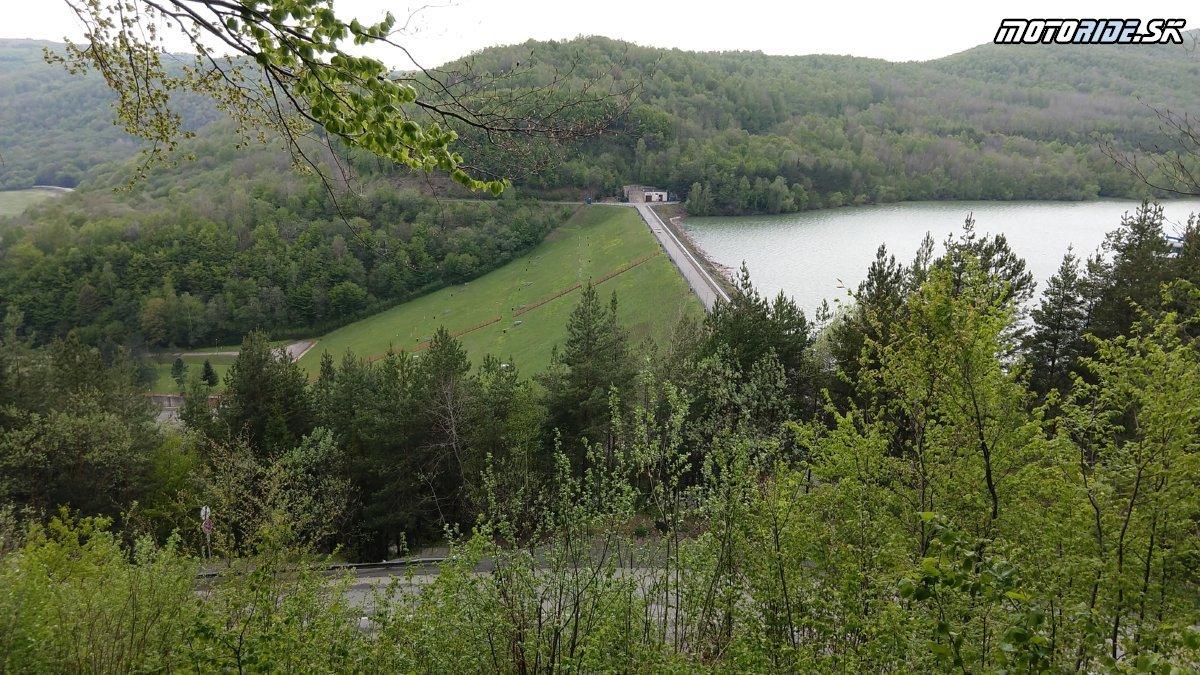 Vyhliadka Starina - Krížom Krážom po SR pokračuje na východ - Krížom-krážom po Slovensku na CB500X
