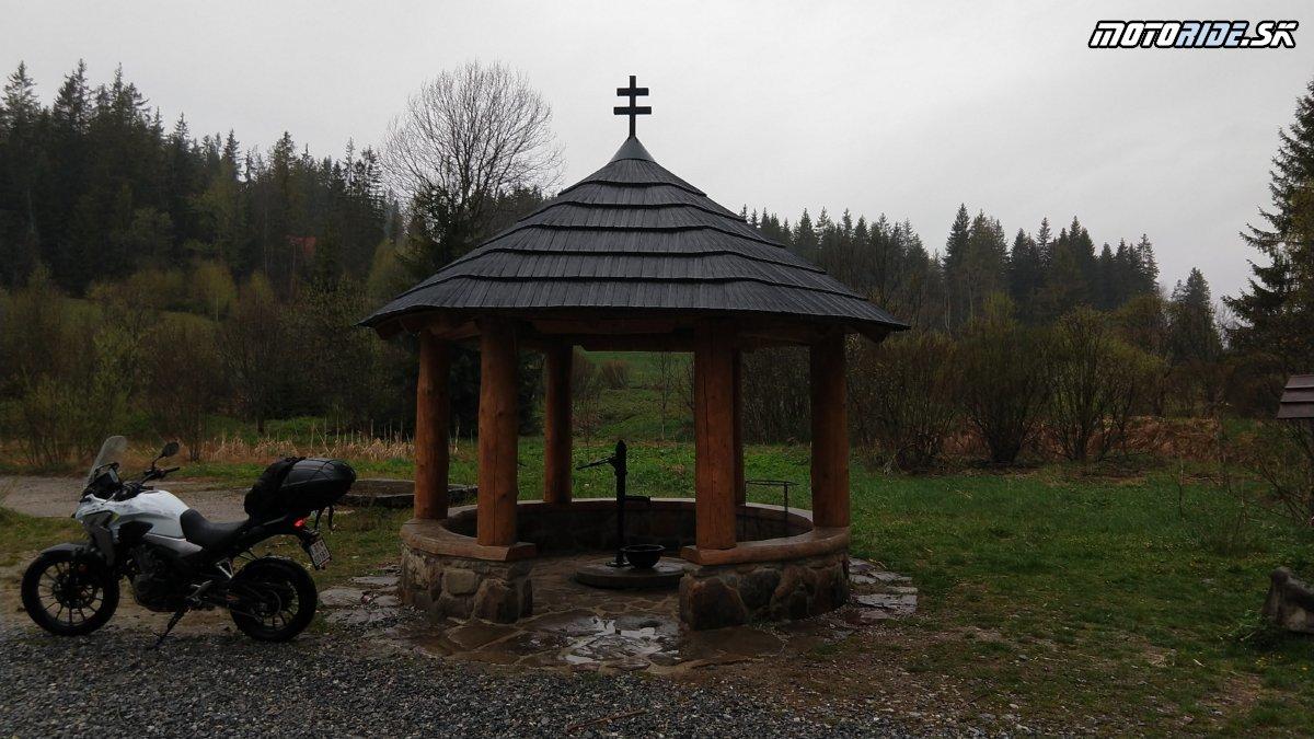 Minerálne pramene Slaná voda - Oravské dobrodružstvo a Najsevernejšia obec SR - Krížom-krážom po Slovensku na CB500X