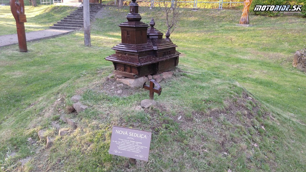 Minigaléria drevených kostolíkov, Ulíč - Bod záujmu