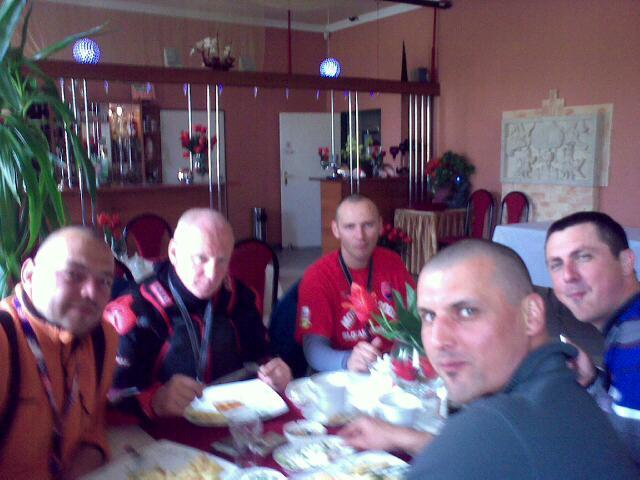 obedujeme za Lublinom, pocasie sa vytrhalo, snad uz nebude prsat...