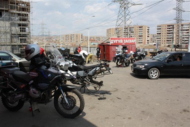 Meníme cestné gumy za štuple niekde na periférii Ulaanbaataru
