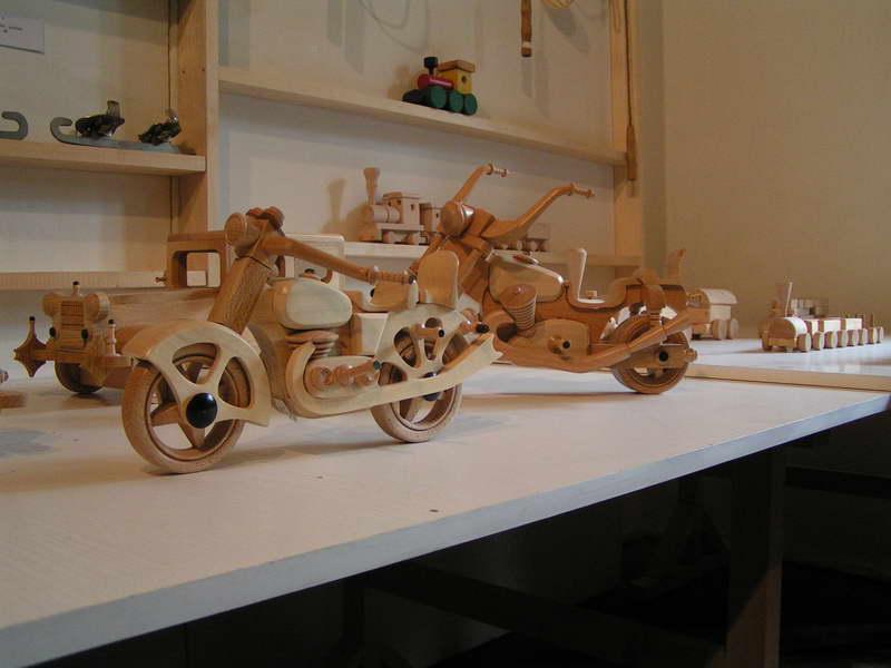 Múzeum bábkových kultúr a hračiek v Modrom Kameňi - Boli aj motorky :-)))