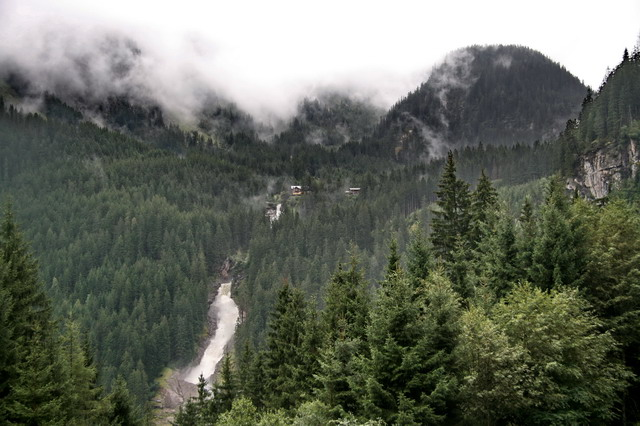 Nejaky vodopád v Alpách