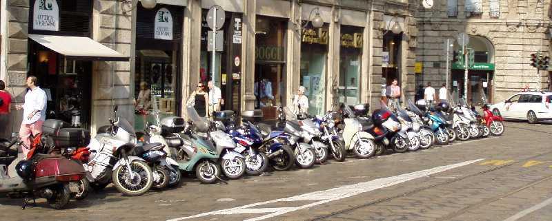 Toto nie je motozraz. Iba parkovisko na jednej z ulic Ríma / Pilgrim © 2004