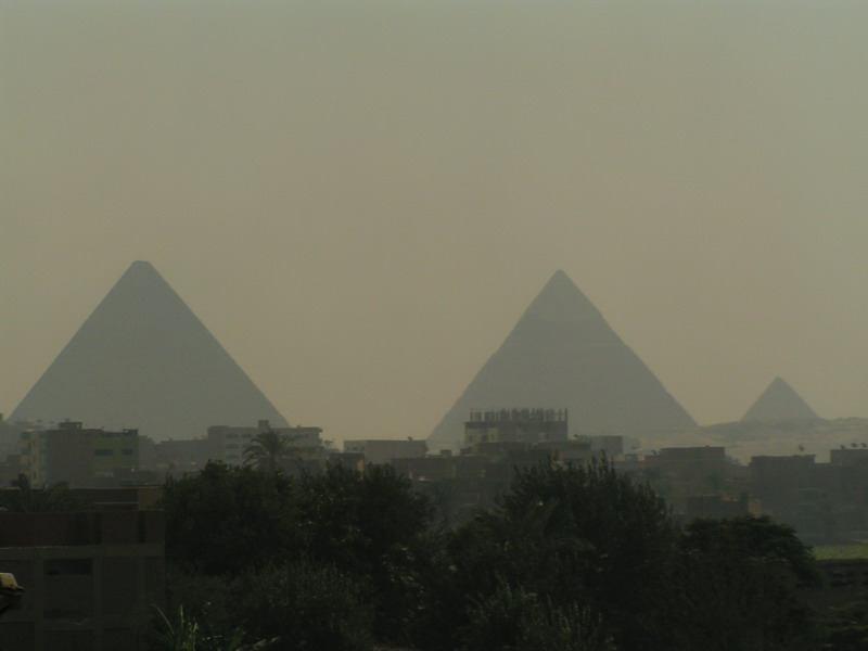 Káhira a jej dominanty, piramídy v Gize, Foto: Awia, september 2004