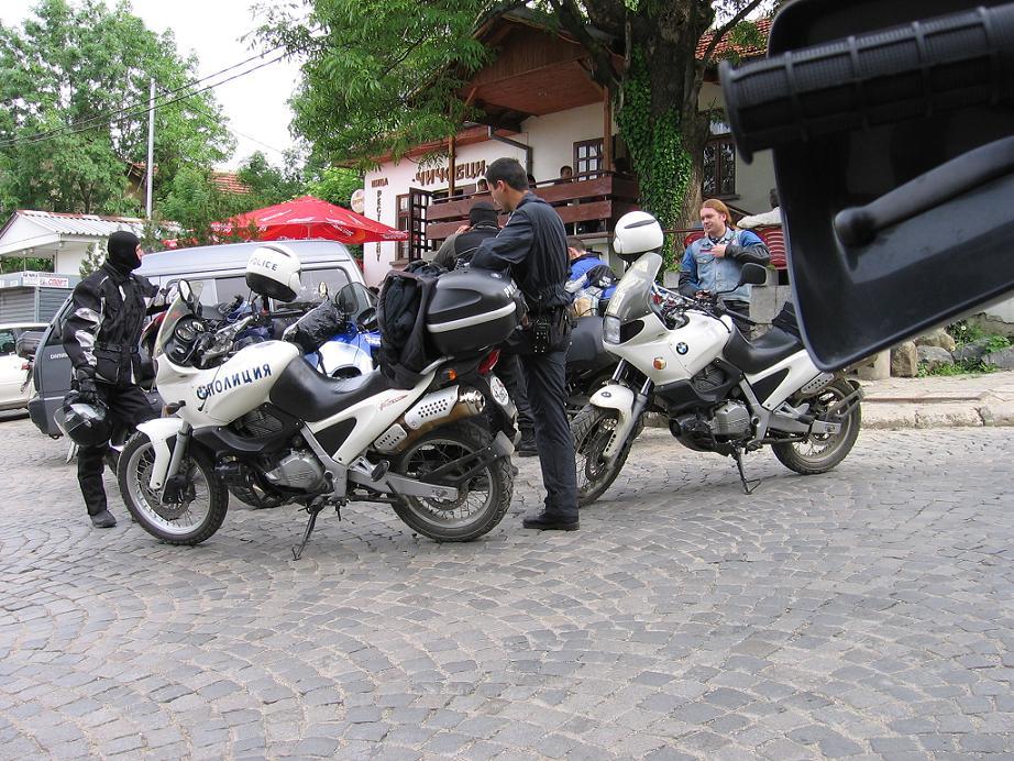 policajti na BMW 650 GS v Sofii