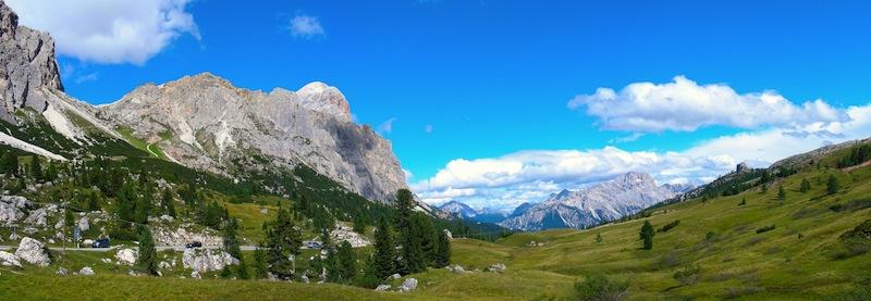 13 - Passo Falzarego - pohlŔůad do doliny smerom na Cortinu