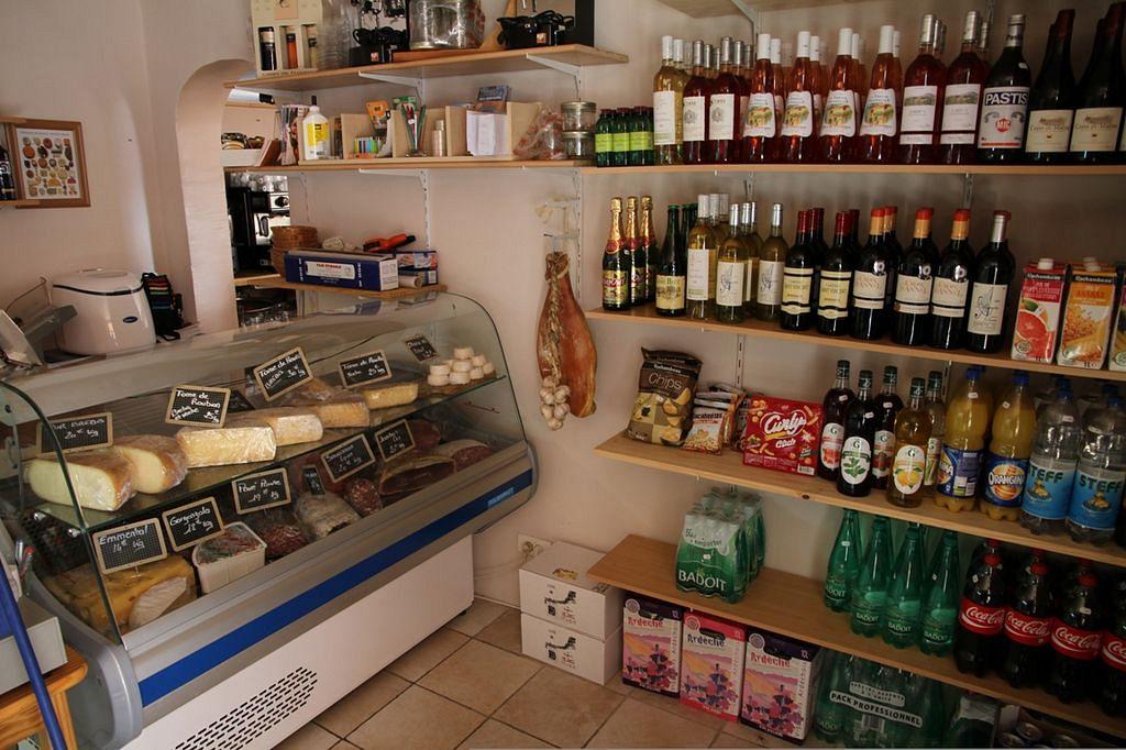 Dedinka Roubion - syry a víno nesmú chýbať