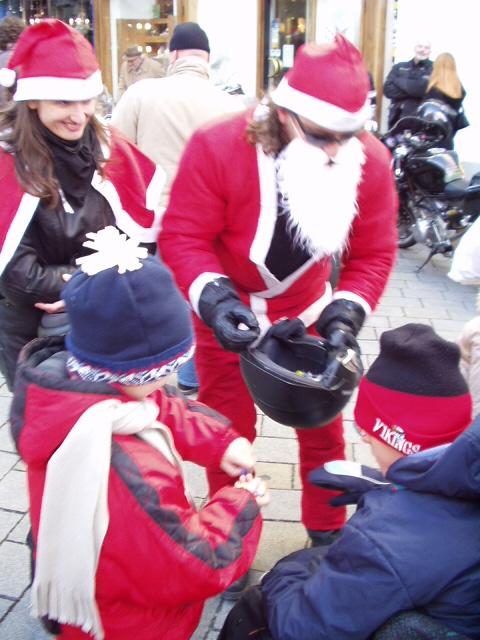 Bratislava: Deti nevedeli, ku ktorému Mikulášovi majú ísť skôr... Alebo na ktorú motorku sa skôr vyštverať.