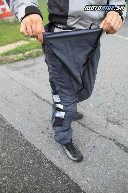 Oblečenie do dažďa Difi Rain AX - na nohaviciach je dlhý zips pre ľahké vyzliekanie