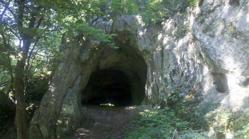 Jaskyňa Čertova Pec, Slovensko - Bod záujmu
