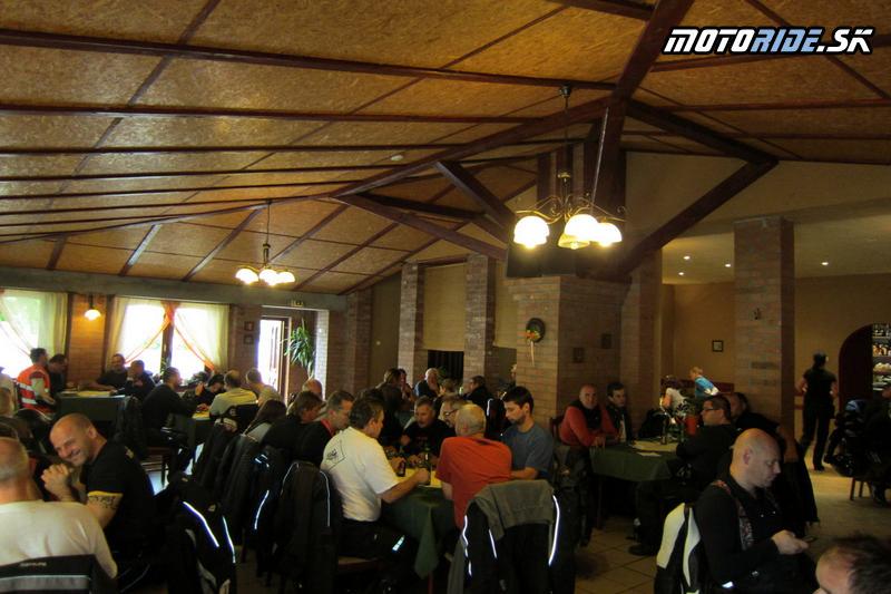 Motoride Stretko 2012 - obed v Kolárove