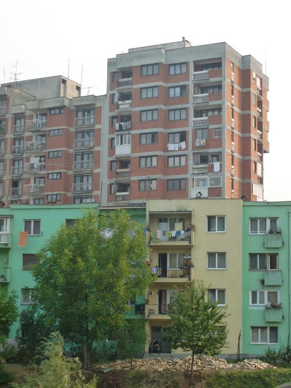 Sídlisko v Berane - nájdi chlapa, čo o dušu maká s drevom