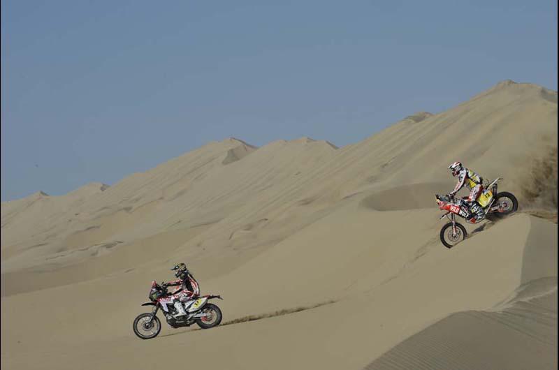 Dakar 2013 - 3. etapa - zľava ALESSANDRO BOTTURI (ITA) a Gerard FARRES GUELL (ESP)
