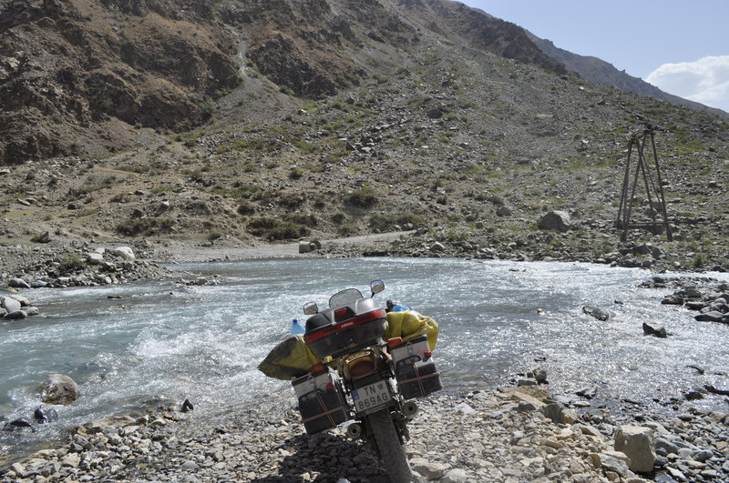 Tajikistan - Pamir - brodenie rieky