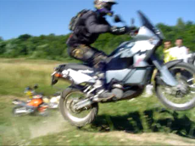 Gažkov skok na KTM <br /> Video: 14 sek, 320x240 formát WMV, 768 KB