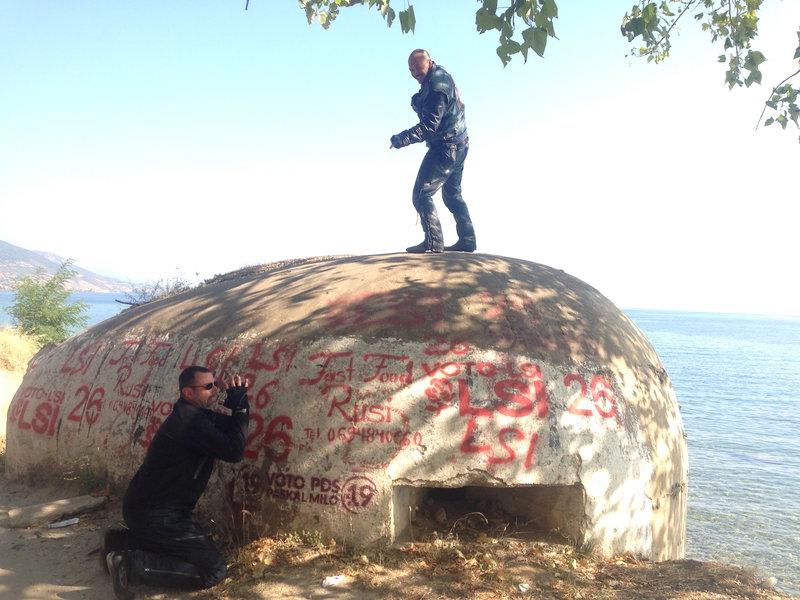 Byt v Albansku a neodfotit sa pri bunkri, to sa nerobi